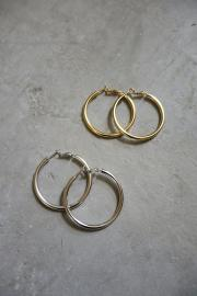 Matte hoop pierce